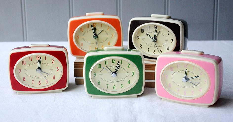 6ed7efd0e78890 Retro Tv Style Pink Alarm Clock