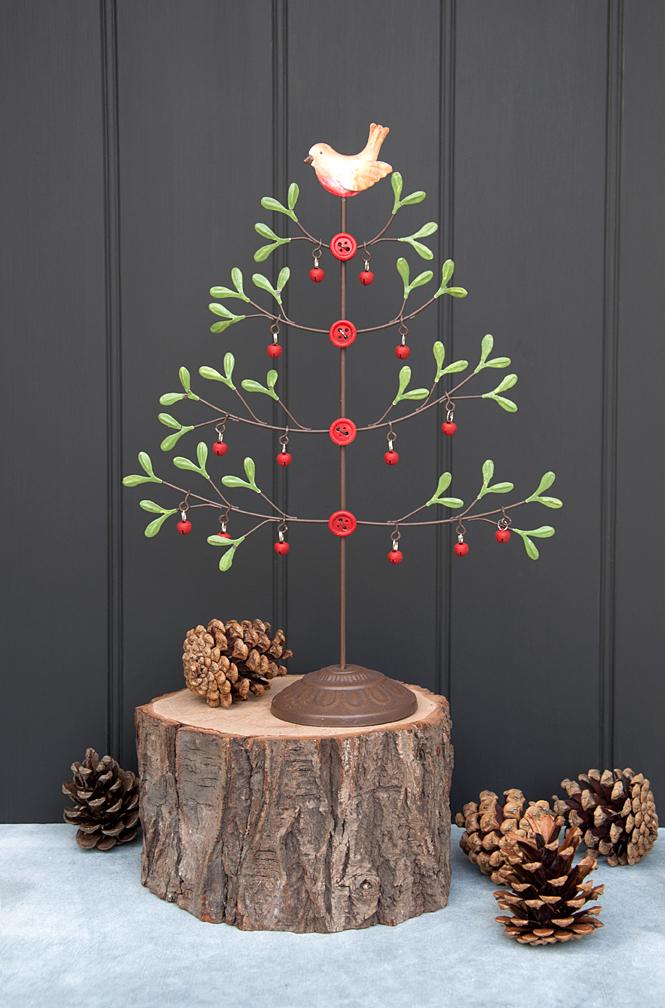 Alternative Christmas Decorations.Mistletoe Christmas Tree With Robin