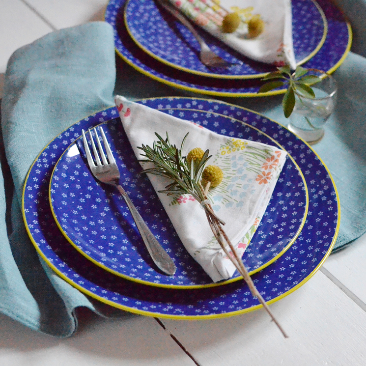 Japanese Petite Daisy dinner plate