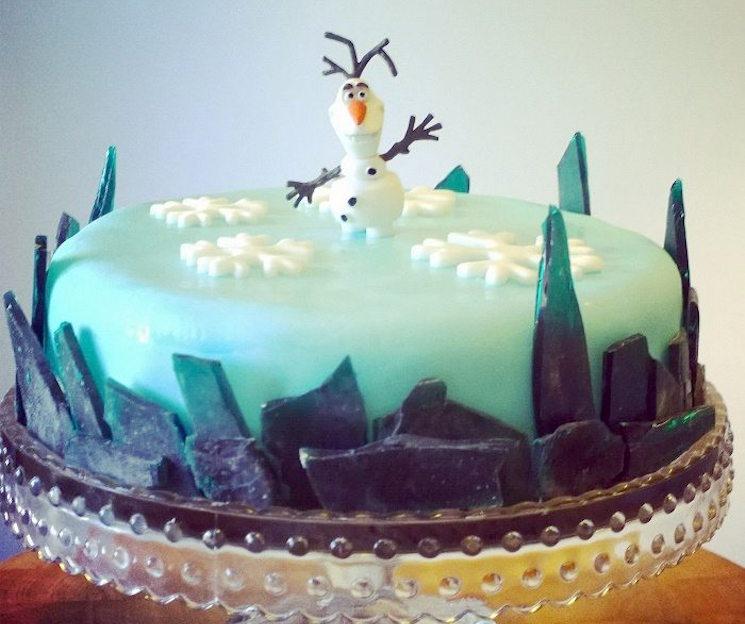 Festive 'Frozen' Christmas cake
