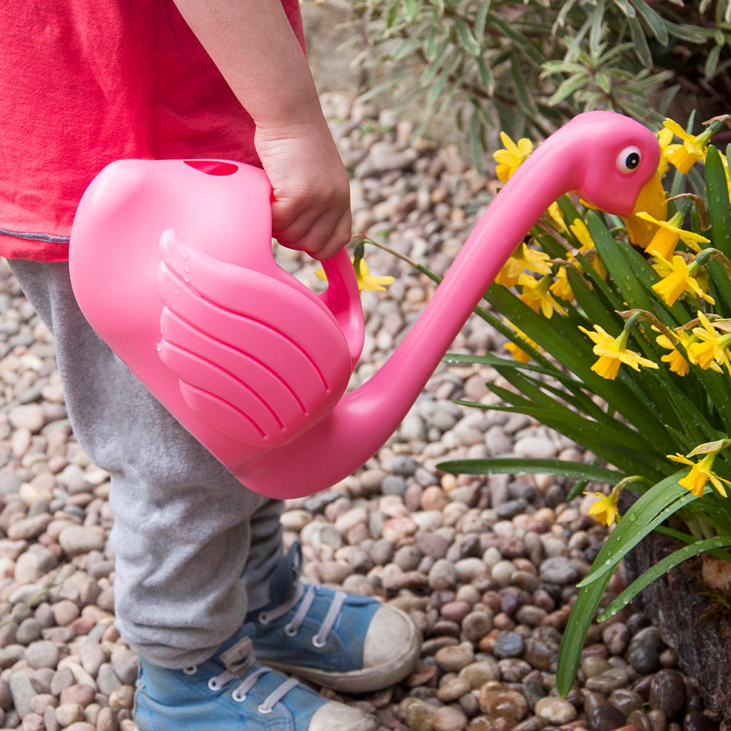 flamingo watering can dotcomgiftshop. Black Bedroom Furniture Sets. Home Design Ideas