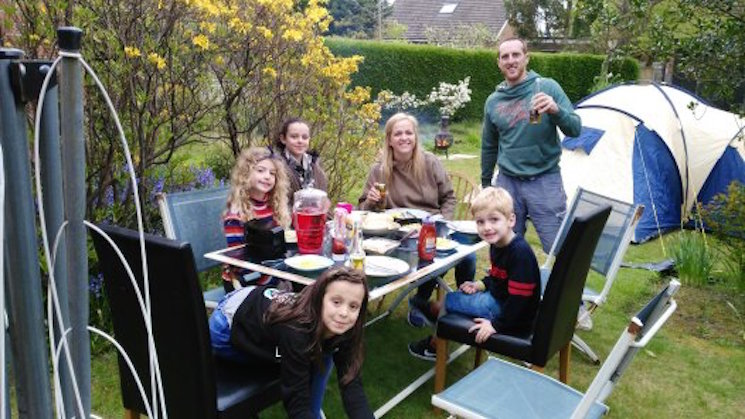 Lancashire mummy blogger and family camping in the back garden