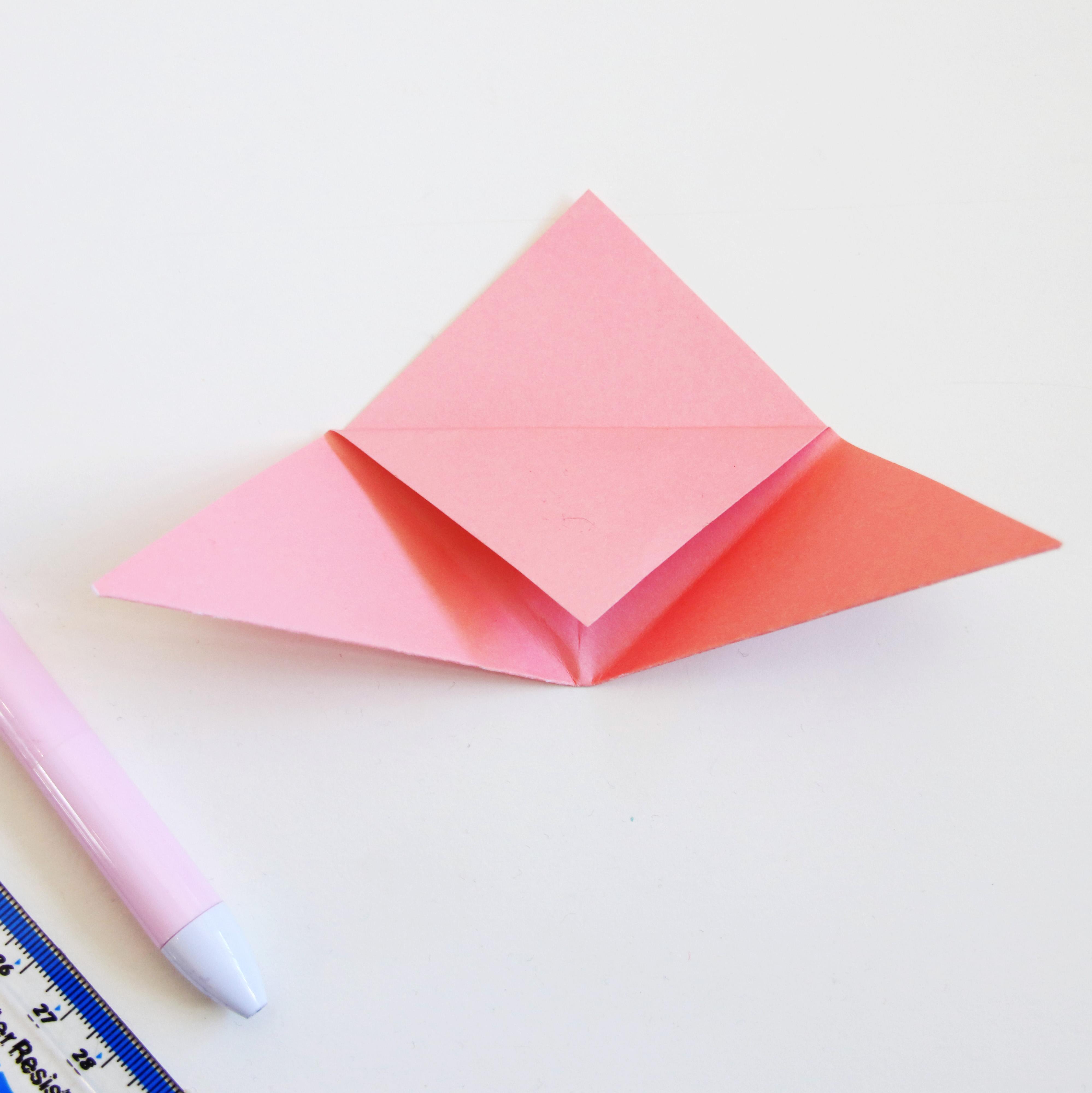 Tutorial: How to Make a Corner Origami Bookmark | 4000x3997