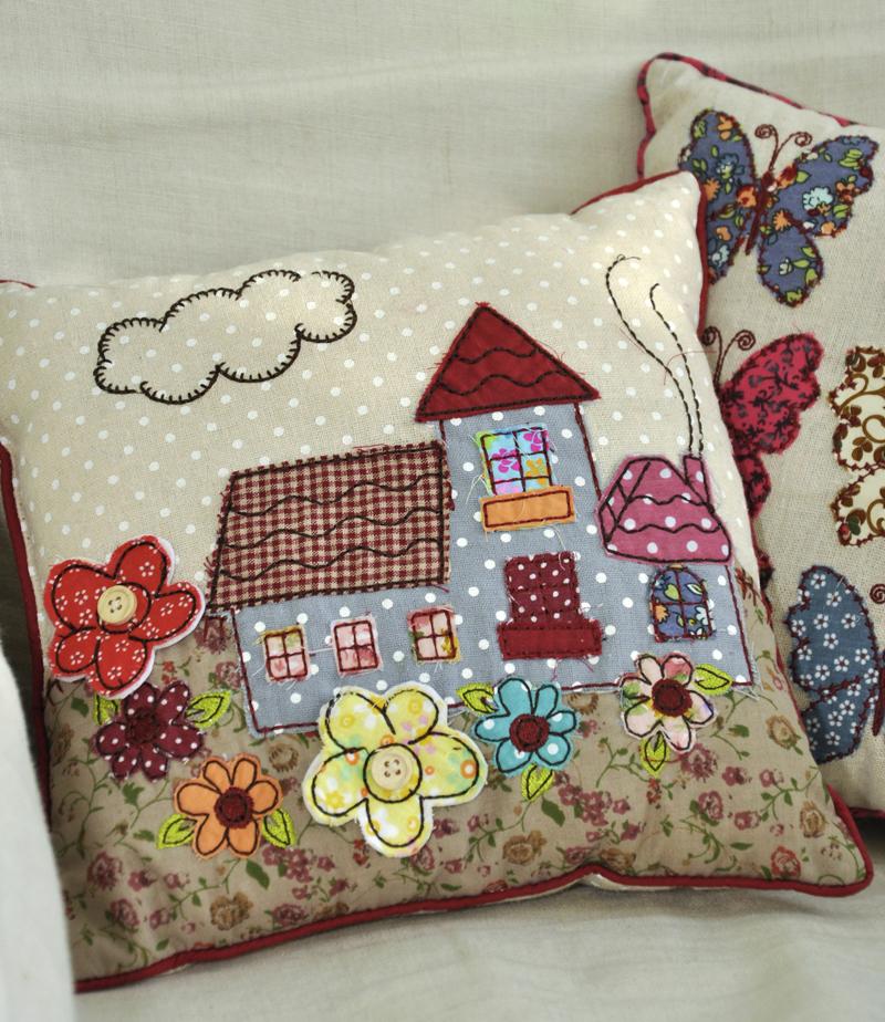 Mini patchwork cottage cushion dotcomgiftshop - Cojines de patchwork ...