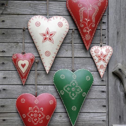 Medium Cream Rustic Flower Heart