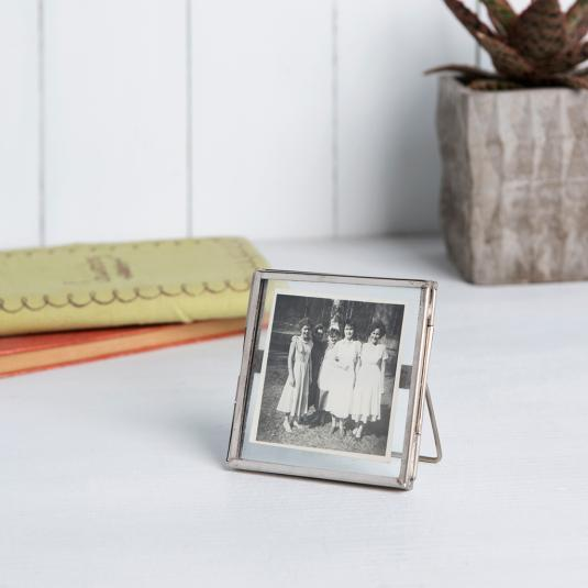 Glass and metal Photo Frame In Nickel 8x8cm