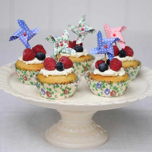 Classic Ivory Cake Stand