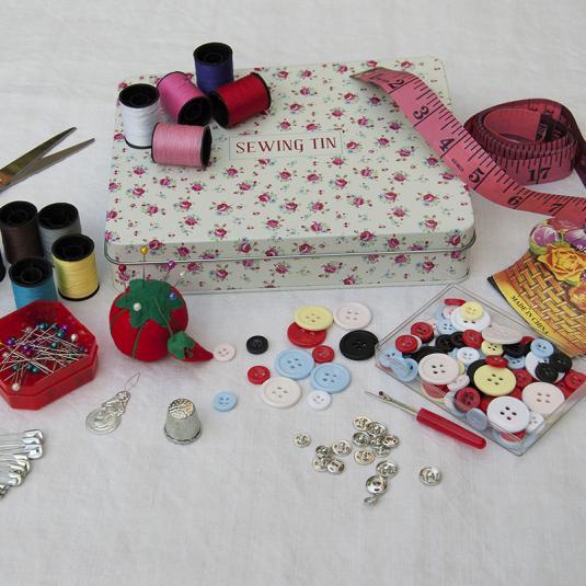 La Petite Rose Deluxe Sewing Kit