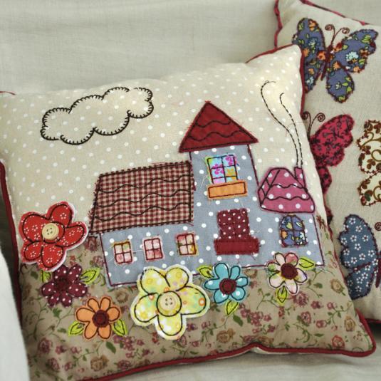 coussin patchwork maison dotcomgiftshop. Black Bedroom Furniture Sets. Home Design Ideas