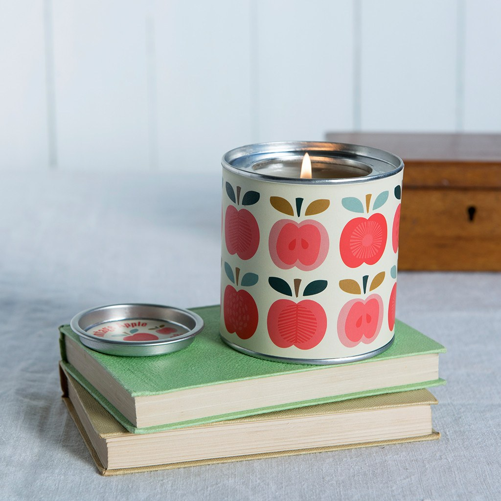 vintage-apple-scented-candle